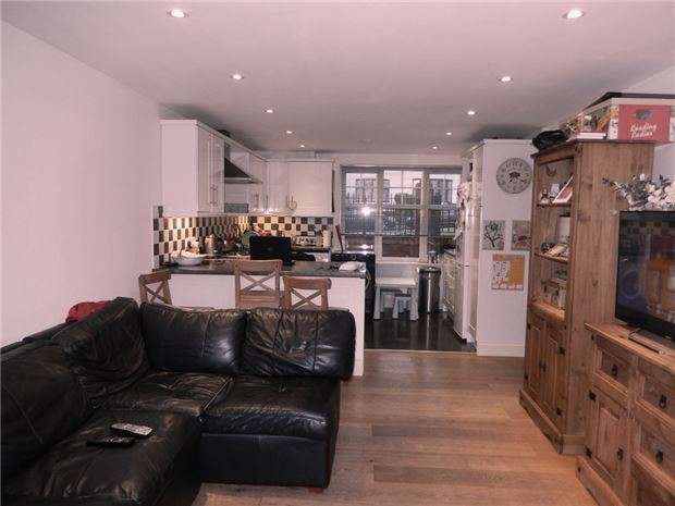 2 Bedrooms Flat for sale in Park Road, New Barnet, BARNET, Hertfordshire, EN4 9QF