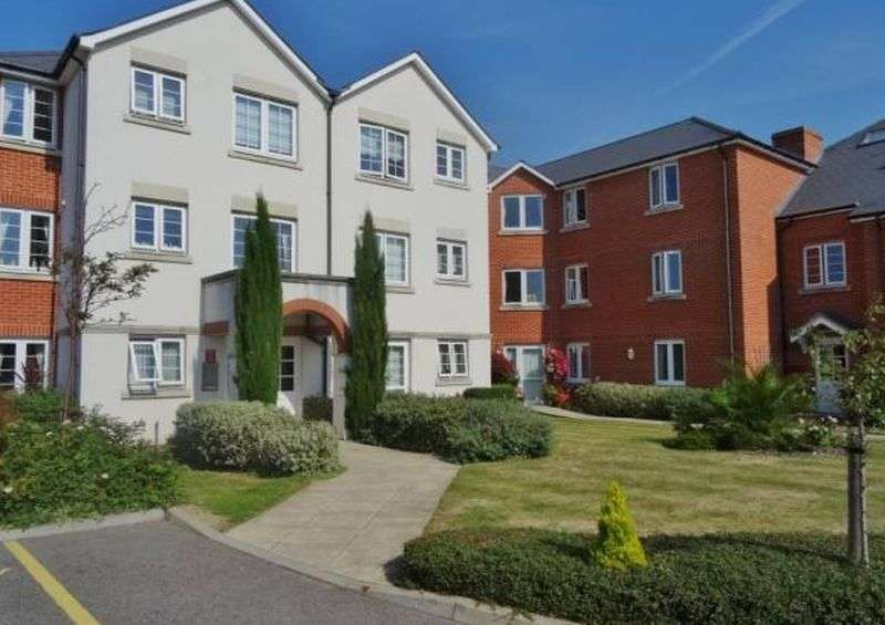 2 Bedrooms Flat for sale in Highfield Court, Worthing : ** NEW KITCHEN & BATHROOM ** - TWO BEDROOM retirement apartment with views over gardens