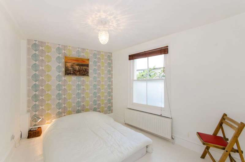3 Bedrooms Flat for sale in Danbrook Road, Streatham Common, SW16