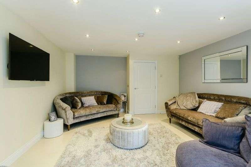 4 Bedrooms Semi Detached House for sale in Pevensey Way, Croxely Green, Hertfordshire, WD3 3FX