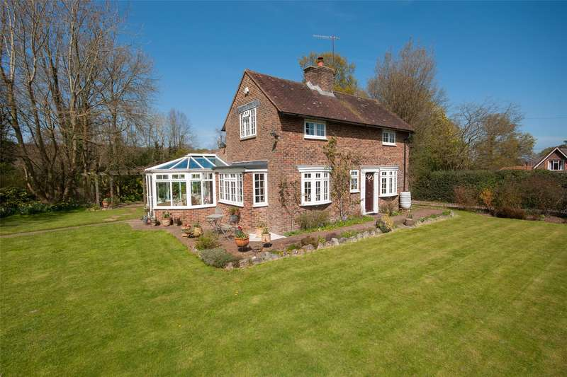 2 Bedrooms Detached House for sale in Tilburstow Hill Road, South Godstone, Godstone, Surrey, RH9