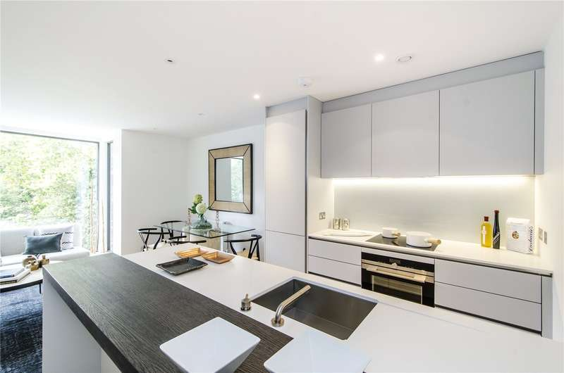 3 Bedrooms Flat for sale in Dyers Lane, London, SW15