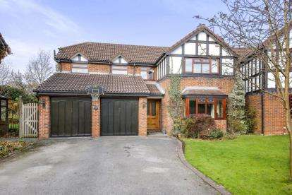 5 Bedrooms Detached House for sale in Fallowfield Close, Winsford, Cheshire, England, CW7
