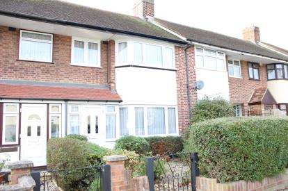 3 Bedrooms Terraced House for sale in Hainault, Ilford