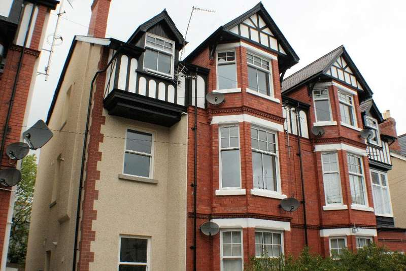 2 Bedrooms Flat for sale in Lawson Road, Colwyn Bay, Conwy, LL29 8HE
