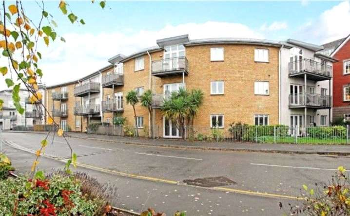 2 Bedrooms Apartment Flat for sale in Jetty House, Bridge Wharf, Chertsey, Surrey, KT16