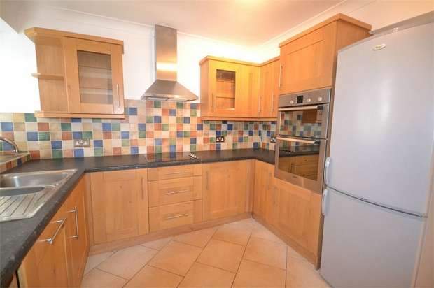 2 Bedrooms Maisonette Flat for sale in Sussex Close, St Margarets, Twickenham