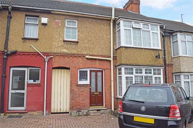 3 Bedrooms Terraced House for sale in Dallow Road, Luton, Bedfordshire