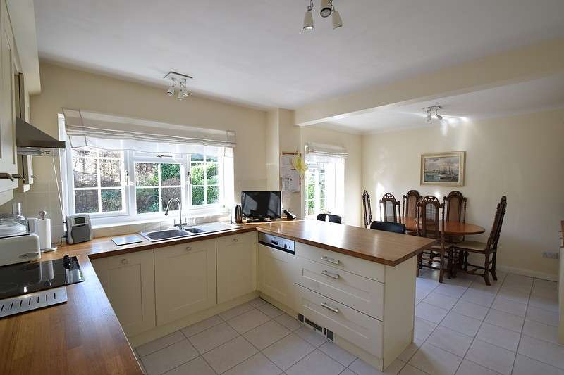 4 Bedrooms Detached House for sale in Harwood Gardens, Old Windsor, SL4