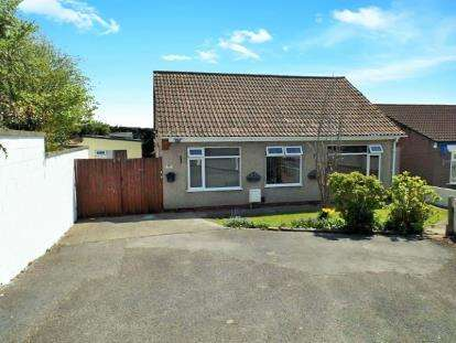 3 Bedrooms Bungalow for sale in Hollyguest Road, Hanham, Bristol