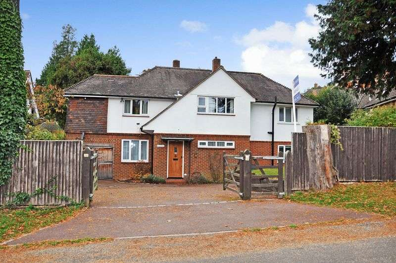 4 Bedrooms Detached House for sale in Roman Road, Dorking