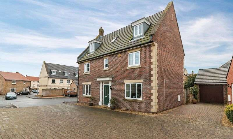 5 Bedrooms Detached House for sale in Crewkerne, Somerset