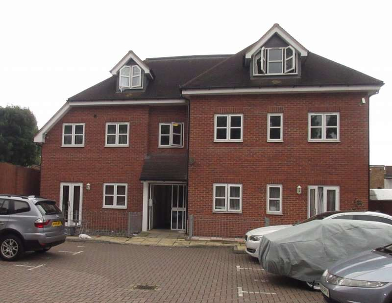 2 Bedrooms Apartment Flat for sale in Sycamore Court 359 Vicarage Farm Road, Heston, Hounslow, TW5