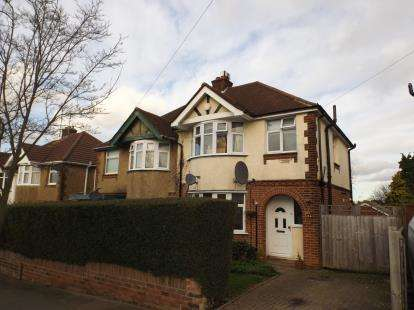 3 Bedrooms Semi Detached House for sale in Somerset Avenue, Luton, Bedfordshire, England