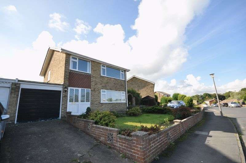 3 Bedrooms Detached House for sale in St. Andrews Road, Whitby