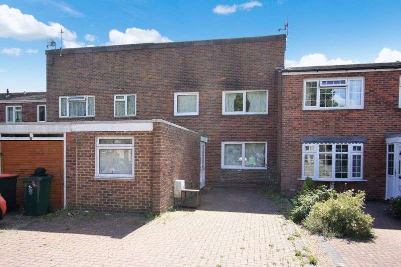 3 Bedrooms Terraced House for sale in Colonsay Road, Crawley