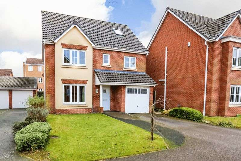5 Bedrooms Detached House for sale in Kerscott Close, Springview, Wigan