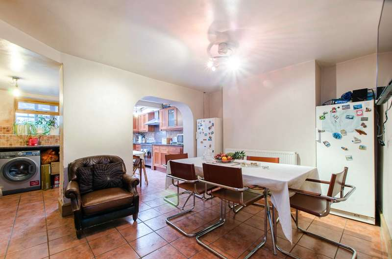 4 Bedrooms House for sale in Stockwell Green, Brixton, SW9