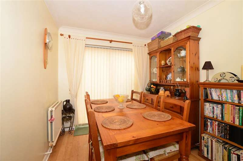 3 Bedrooms Detached House for sale in Paddock Road, Singleton, Ashford, Kent