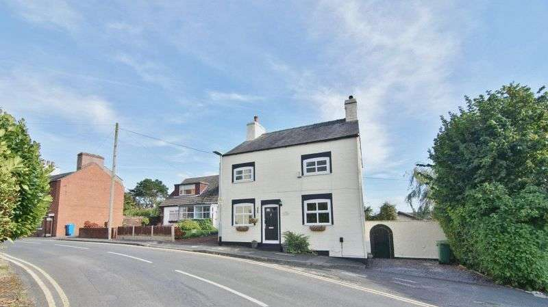 4 Bedrooms Detached House for sale in Preston Old Road, Freckleton PR4 1HD