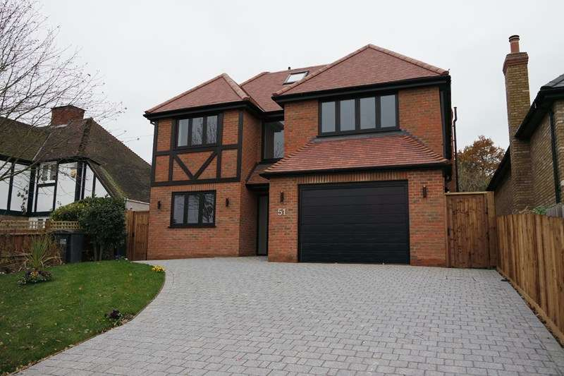5 Bedrooms Detached House for sale in Tolmers Road, Cuffley, Potters Bar