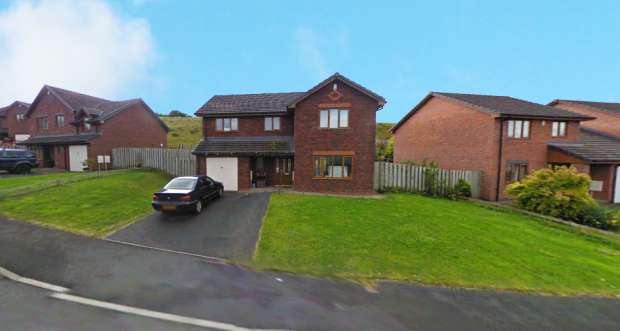 4 Bedrooms Detached House for sale in Mapleridge Close, Llandrindod Wells, Powys, LD1 5NX
