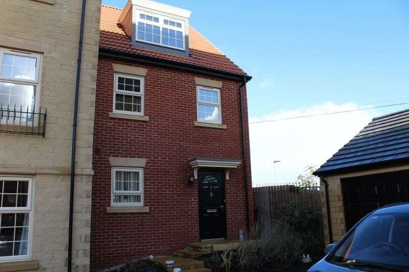 3 Bedrooms Semi Detached House for sale in Outfield Drive, Pontefract