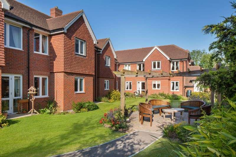 1 Bedroom Flat for sale in Morgan Court, Petworth: ** EX SHOW-FLAT ** : One bed GROUND FLOOR with PRIVATE PATIO retirement apartment