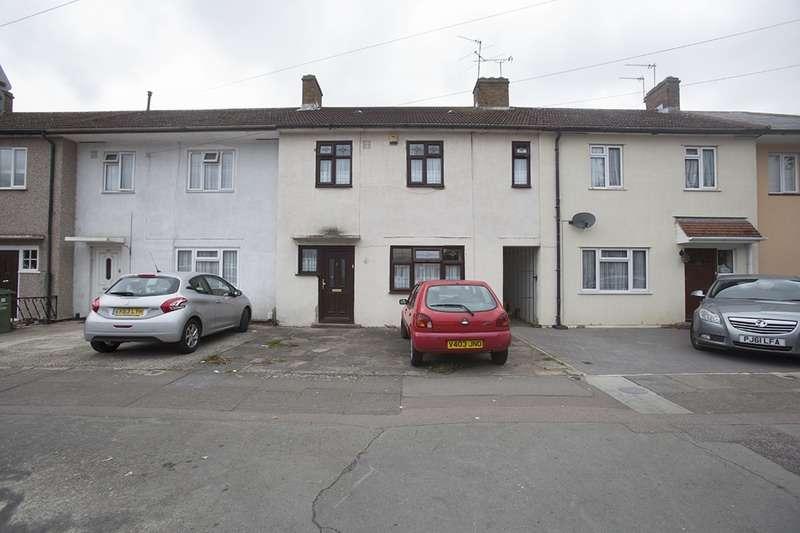 3 Bedrooms Terraced House for sale in Gainsborough Road, Dagenham, Essex, RM8