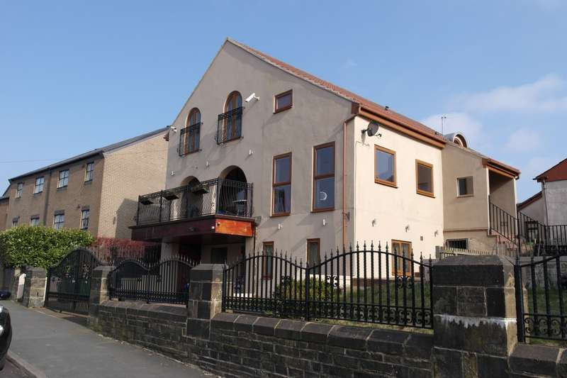 6 Bedrooms Detached House for sale in Huddersfield Road, Wyke, BD12