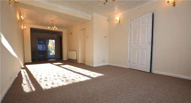 3 Bedrooms Semi Detached House for sale in Fairway Avenue, West Drayton