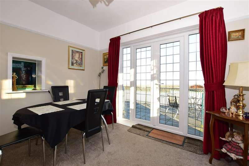 3 Bedrooms Detached Bungalow for sale in Gravesend Road, Higham, Rochester, Kent