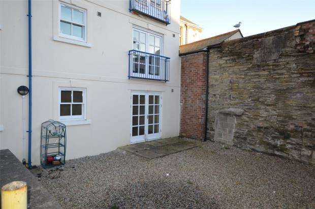 2 Bedrooms Flat for sale in Wedgwood Court, Lower Lux Street, Liskeard, Cornwall