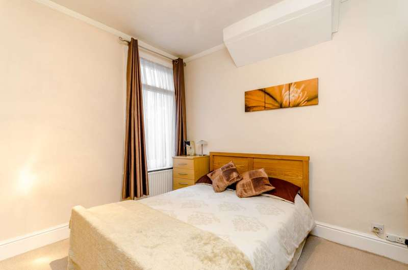 2 Bedrooms Maisonette Flat for sale in Cranbrook Road, Thornton Heath, CR7