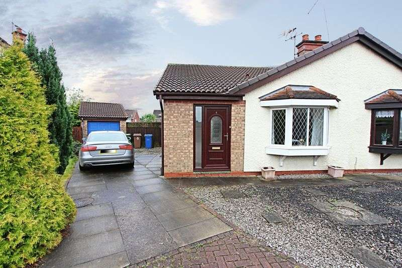 2 Bedrooms Semi Detached Bungalow for sale in Lombardy Close, Hull