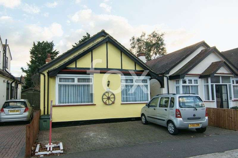 4 Bedrooms Detached Bungalow for sale in Trinity Road, Southend-On-Sea