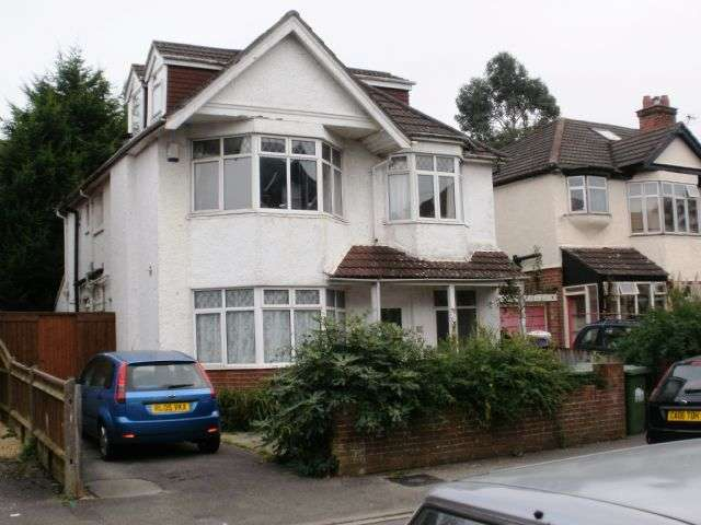 7 Bedrooms Semi Detached House for rent in Westridge Road, Portswood, Southampton