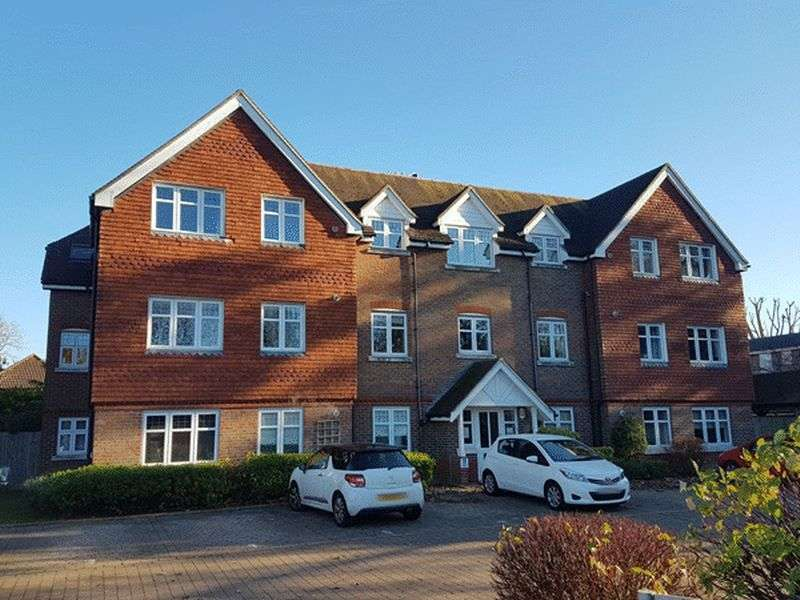 2 Bedrooms Flat for sale in Bonehurst Road, HORLEY, Surrey