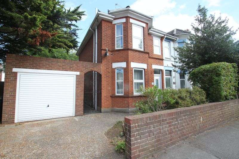 4 Bedrooms Semi Detached House for rent in Charminster, Student House