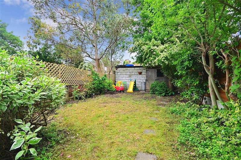 3 Bedrooms Semi Detached House for sale in Spruce Hills Road, London