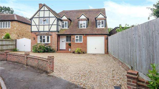 4 Bedrooms Detached House for sale in Poplar Avenue, Windlesham, Surrey