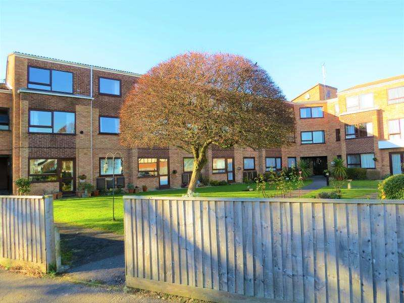 1 Bedroom Flat for sale in Waverley Road, NEW MILTON, BH25