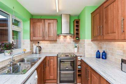 2 Bedrooms Bungalow for sale in Shrewsbury Road, Stretton, Burton-On-Trent, Staffordshire