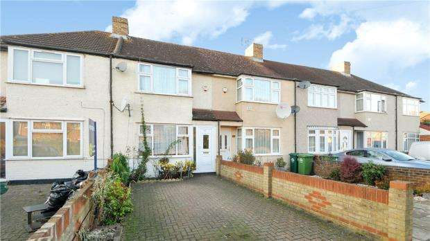 3 Bedrooms Terraced House for sale in Long Lane, Staines-upon-Thames, Surrey