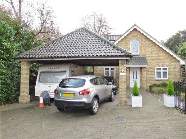 4 Bedrooms Detached House for sale in Foxhall Road, Ipswich