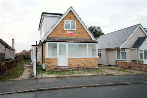 3 Bedrooms Chalet House for sale in Golf Green Road, Jaywick