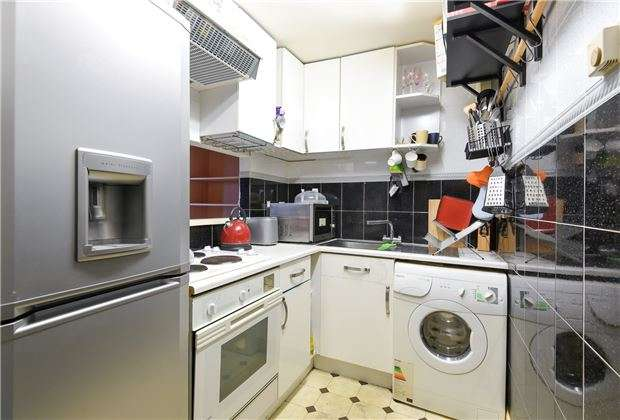 1 Bedroom Maisonette Flat for sale in Worthington Close, Mitcham, Surrey, CR4