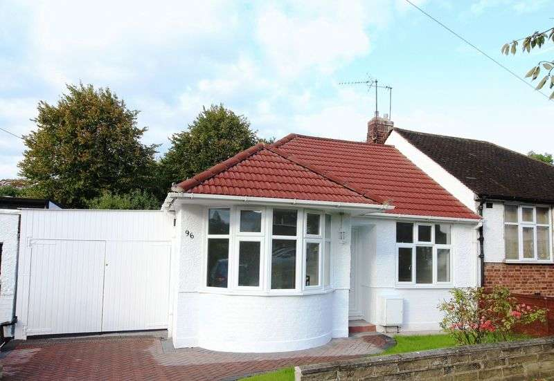 2 Bedrooms Semi Detached Bungalow for sale in Alverstone Avenue, East Barnet