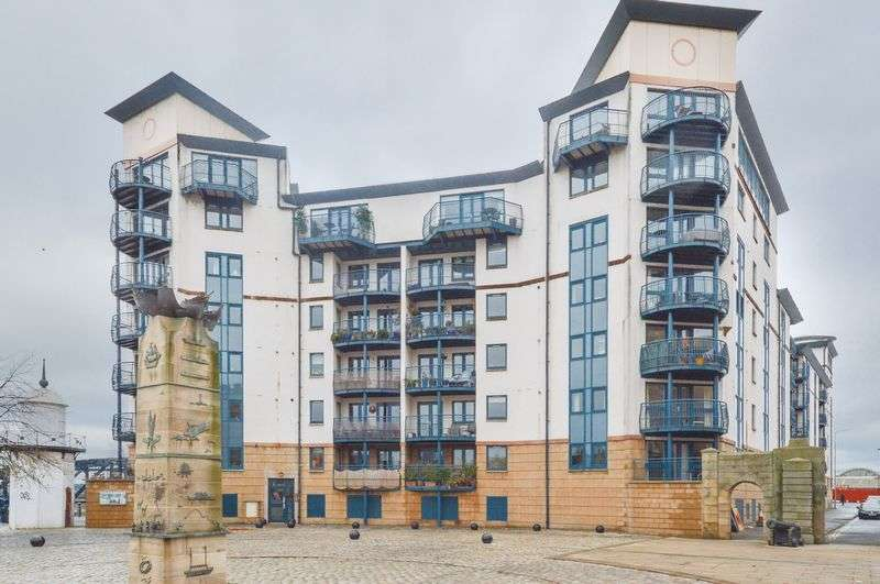 3 Bedrooms Flat for sale in 12/10 Tower Place, The Shore, Edinburgh, EH6 7BZ