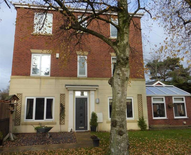 5 Bedrooms Detached House for sale in Manor Court, Longton, Preston
